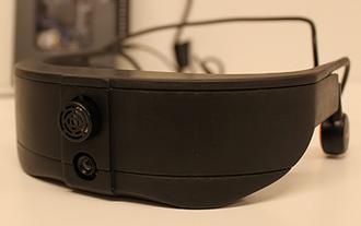 Prototypen i Colorophone består av et par briller med innebygd kamera, en avstandssensor, AfterShokz hodetelefoner og en prosesseringsenhet (myRIO).