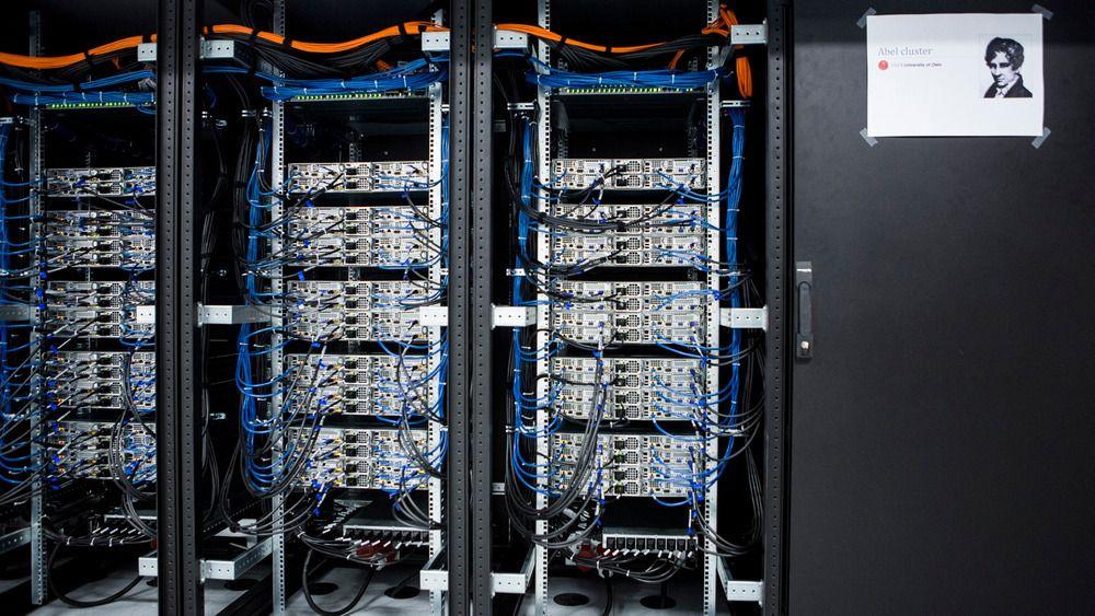 Technet har gode fiberforbindelser inn og ut av landet. Her ser du et illustrasjonsbilde fra NIXen i Oslo.
