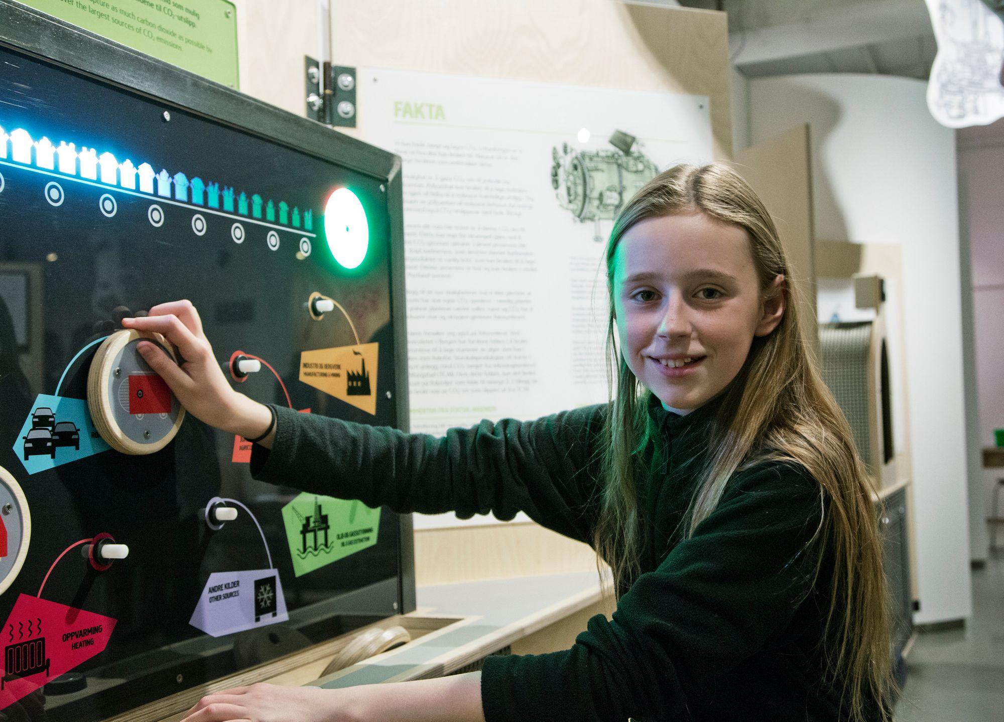 FRA EKSOS TIL MAT OG KLÆR: Morgendagens løsninger trenger morgendagens helter. Alva Lange (12) fra Svartskog er en av dem som vant i Prosjekt Fantasi. Nå kan du se oppfinnelsen hennes utstilt på Norsk Teknisk Museum.