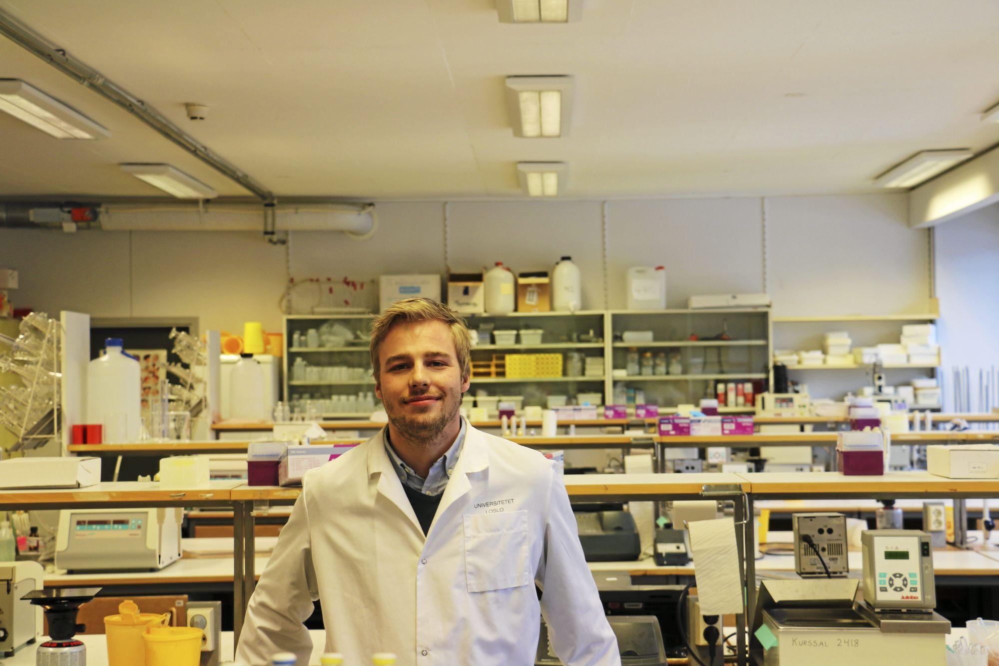 OPPTATT AV NANOTEKNOLOGI: Hans Jakob Sivertsen Mollatt (24) studerer nanoteknologi på masternivå ved Universitetet i Oslo.