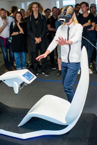 Prototypen er til nå en VR-demonstrasjon av denne cockpiten. Spakene erstatter det tradisjonelle rattet.