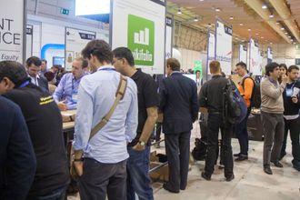 Web Summit domineres av små oppstartsselskaper som prøver å selge idéene sine til investorer.