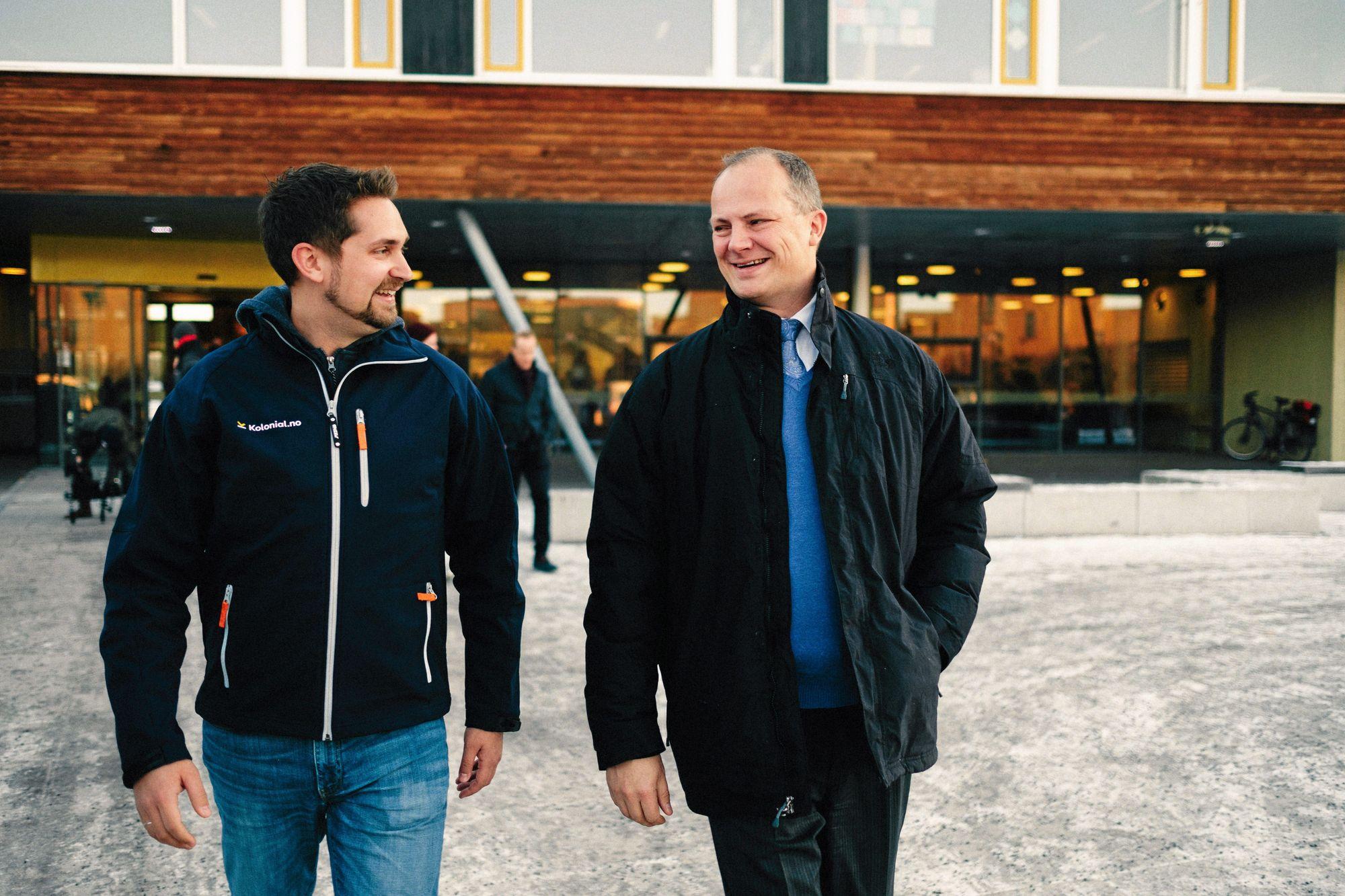 VELDIG SPENNENDE: Samferdselsminister Ketil Solvik-Olsen mener teknologien Kolonial.no-sjef, Karl Munthe Kaas, viste var spennende. Foto: Kolonial.no.