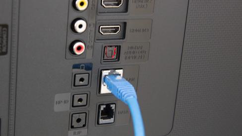 Nye tider: Flere TV-er kan hente innhold rett fra IP-nettet, og trenger ikke spesiallagde koaksialnettverk og dekodere lenger.