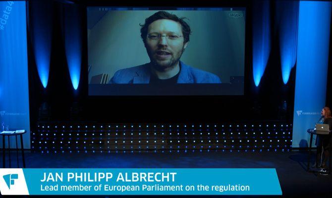 Jan Philipp Albrecht er medlem av Europaparlamentet og deltok via Skype.