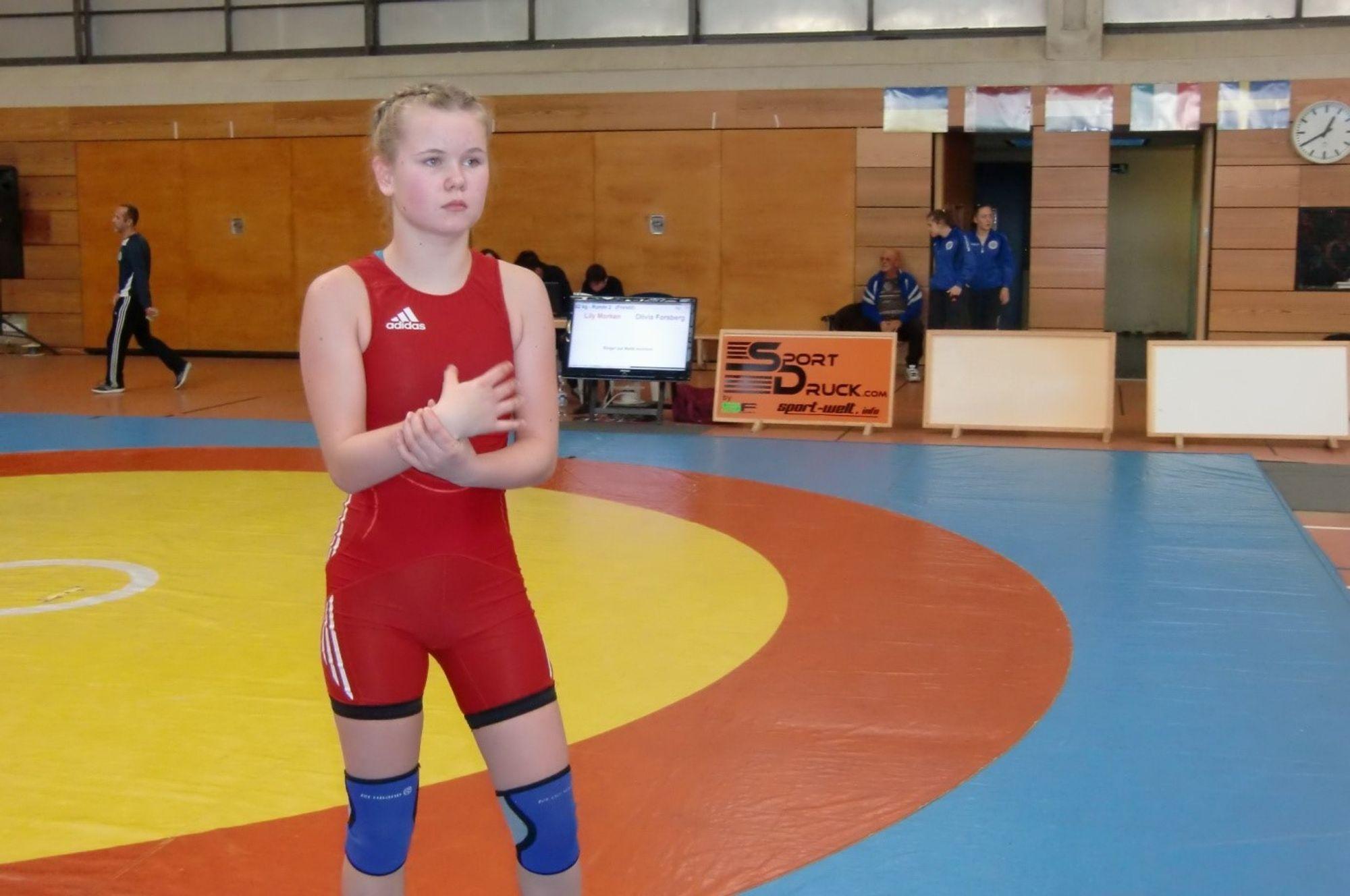 STO PÅ: Lily Morken klar for sin andre kamp.