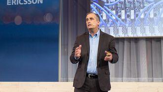 Intel-sjef Brian Krzanich under en presentasjon i forbindelse med et samarbeid med Ericsson.
