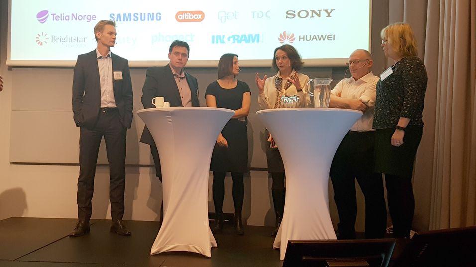 Fra onsdagens paneldebatt. Fra venstre: Øyvind Husby, Øyvind Lundbakk, Nina Vesterby, Birgit Bjørnsen, Christian Birkeland og Bente Øverli, fung. forbrukerombud.