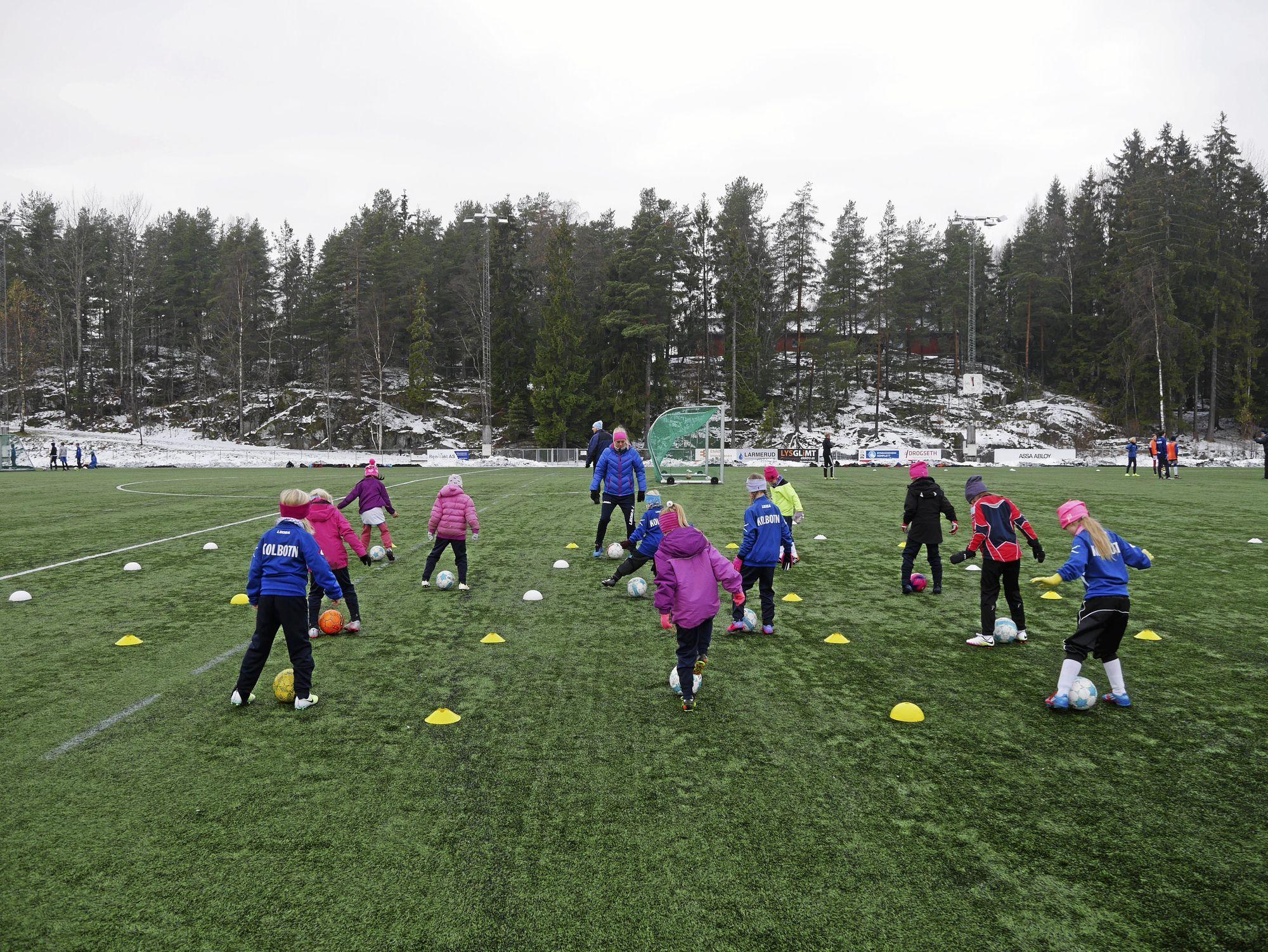 TO ØKTER: Solveig Gulbrandsen ledet to treningsøkter for Kolbotnjentene 2009 forrige uke. Torsdag skal hun vise treningsoppleget sitt i Manglerudhallen.