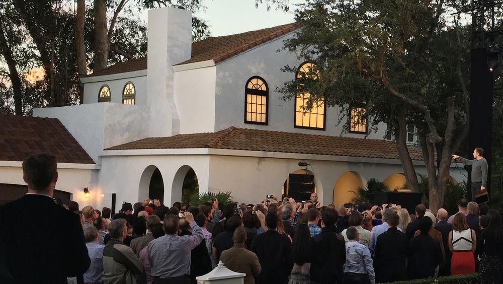 I slutten av oktober avduket Tesla sine soltak. Bildet er fra lanseringen.