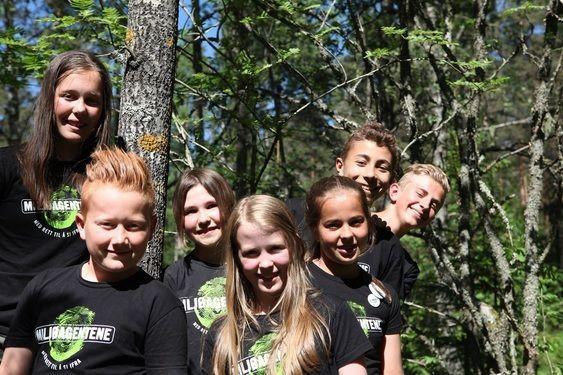 FØR AVREISE: Her er alle Miljøagentene som sitter i Barnas Klimapanel nå, foran til venstre er Kolbotngutten Victor Larsen Steenberg.