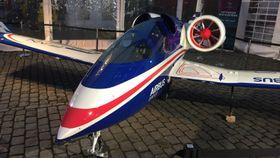 ELEKTRISK: Det elektriske flyet E-Fan viser hvor langt man har kommet i retning av en grønnere luftfart.
