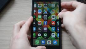 Telefonen låser seg helt noen sekunder etter at videoen er spilt, og krever en hard omstart.