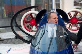 POSITIV: Samferdselsminister Ketil Solvik-Olsen sier han er mer enn full av velvilje når det kommer til elfy.