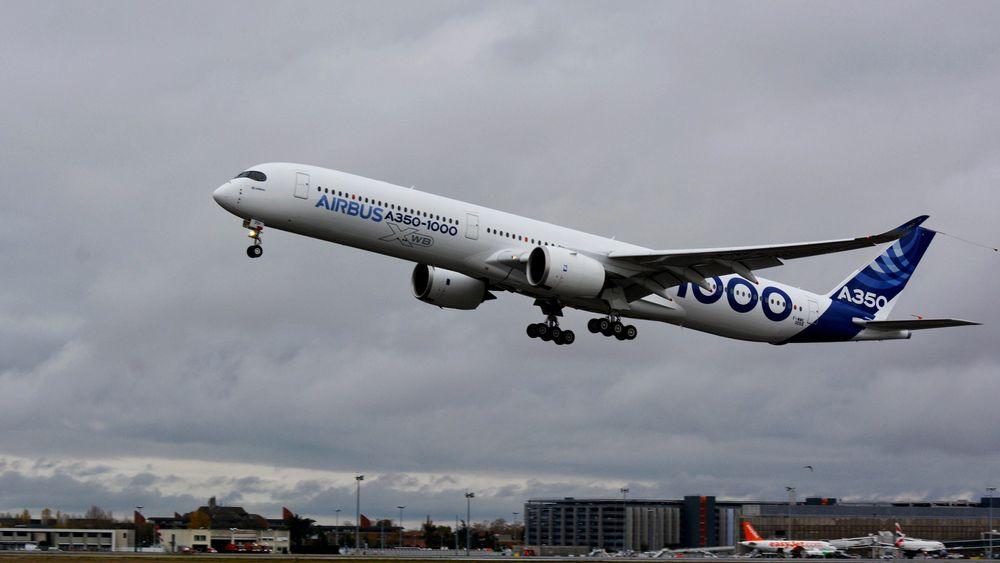 Første flygning: A350-1000 tok av fra Toulouse-Blagnac lufthavn, der Airbus har sitt hovedkvarter, klokka 10.42 torsdag.