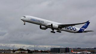 Her flyr den nye Airbus-kjempen for første gang