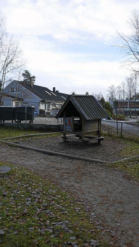 SKAL OGSÅ VEKK: Også dette lekehuset skal bort.
