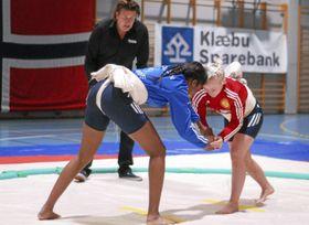 ALLSIDIG: Sofia Aak bryter ikke bare klassisk bryting, men også sumobryting!