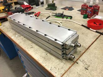 Lager strøm av eksosvarme: Bildet viser de termometriske generatorene TEGma skal teste hos Marintek rundt årsskiftet. De vil hente ut rundt 200 watt når motoren går på en 0,072 m2 flate dekket av termoelektriske elementer.