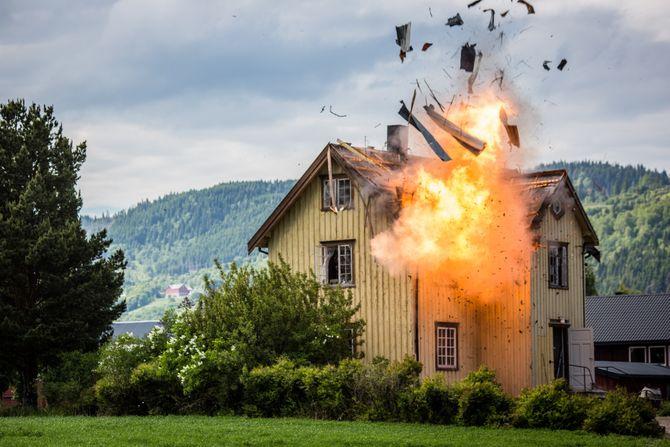 Dette skal du sannsynligvis ikke gjøre hjemme. Fra denne sesongen av det populære underholdningsprogrammet (Foto: Erlend Lånke Solbu / NRK).
