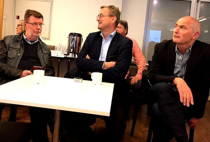 ANFO-direktør Jan Morten Drange til høyre. Også på MBLs markedsdag, i midten: Dagbladets annonsedirektør Per Brikt Olsen, til venstre fagsjef Helge Holbæk-Hanssen i MBL.