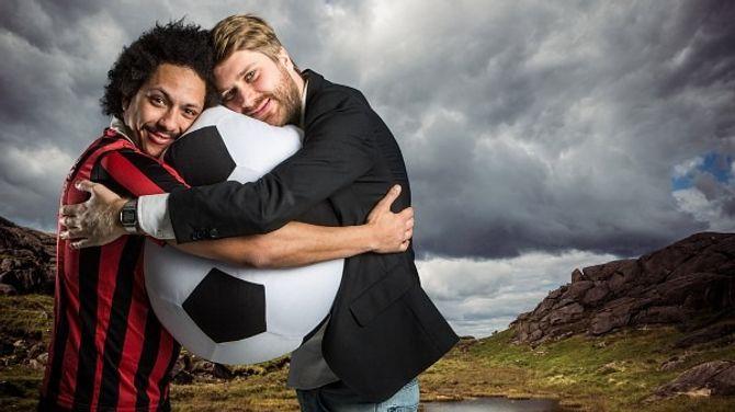 Programlederne Tete Lidbom og Sven Bisgaard Sundet i Heia Fotball. (Foto: NRK P3)