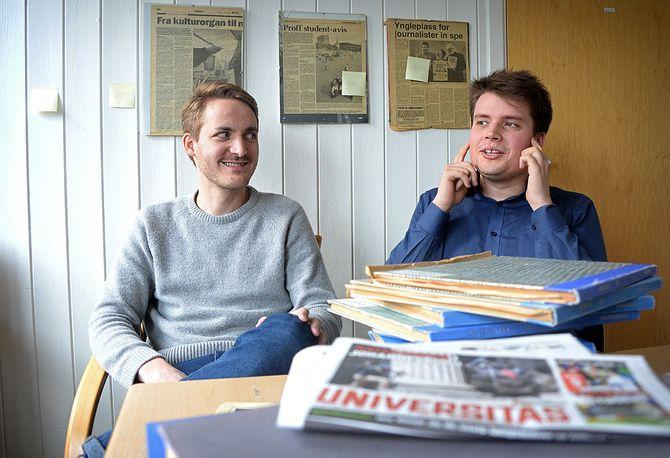 Redaktør Torgeir Mortensen og utenriksredaktør Eskil Wie i Universitas (Foto: Erik Waatland)