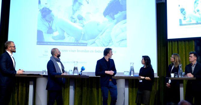 Debatt, fra venstre: Ordstyrer Sindre Østgård, Aller-redaktør Jan Thoresen, Egmont-redaktør Monica Lid, kulturminister Linda Hofstad Helleland - og Aftenposten-sjef Espen Egil Hansen.