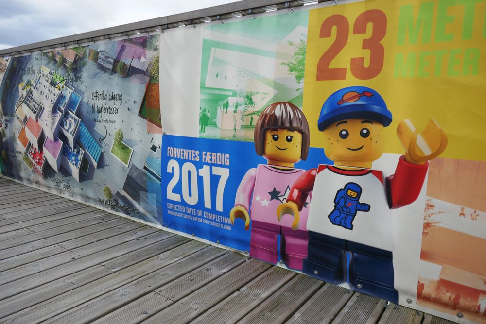 Lego House i sentrum av Billund i Danmark under bygging.