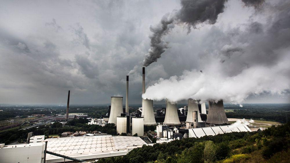 Varmepotensialet i industrien må utnyttes bedre for å fase ut gass til oppvarming av bygninger, mener svensk professor. Bildet er fra Gelsenkirchen i Tyskland.