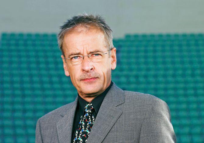 ERNST A. LERSVEEN, TV 2s erfarne sportsreporter.