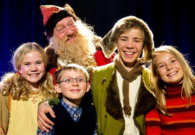 1. desember går teppet opp for NRK sin nye julekalender, Snøfall. I rollene møter vi Siri Skjeggedal ( f.h.), Kevin Haugan, Trond Høvik (bak), Even Aakre og Charlotte Myrest. (Foto: Berit Roald / NTB scanpix)