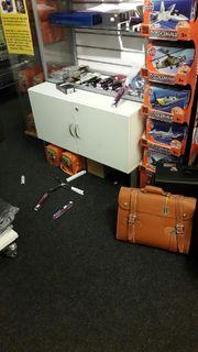 TYVERI: Natt til lørdag brøt to personer seg inn i Pilotbutikken.