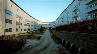 Funkisgården borettslag på Torshov i Oslo skulle gjerne dekket taket med solceller, men det blir for risikabelt når de risikerer å måtte betale elavgift og elsertifikatavgift på solstrømmen.