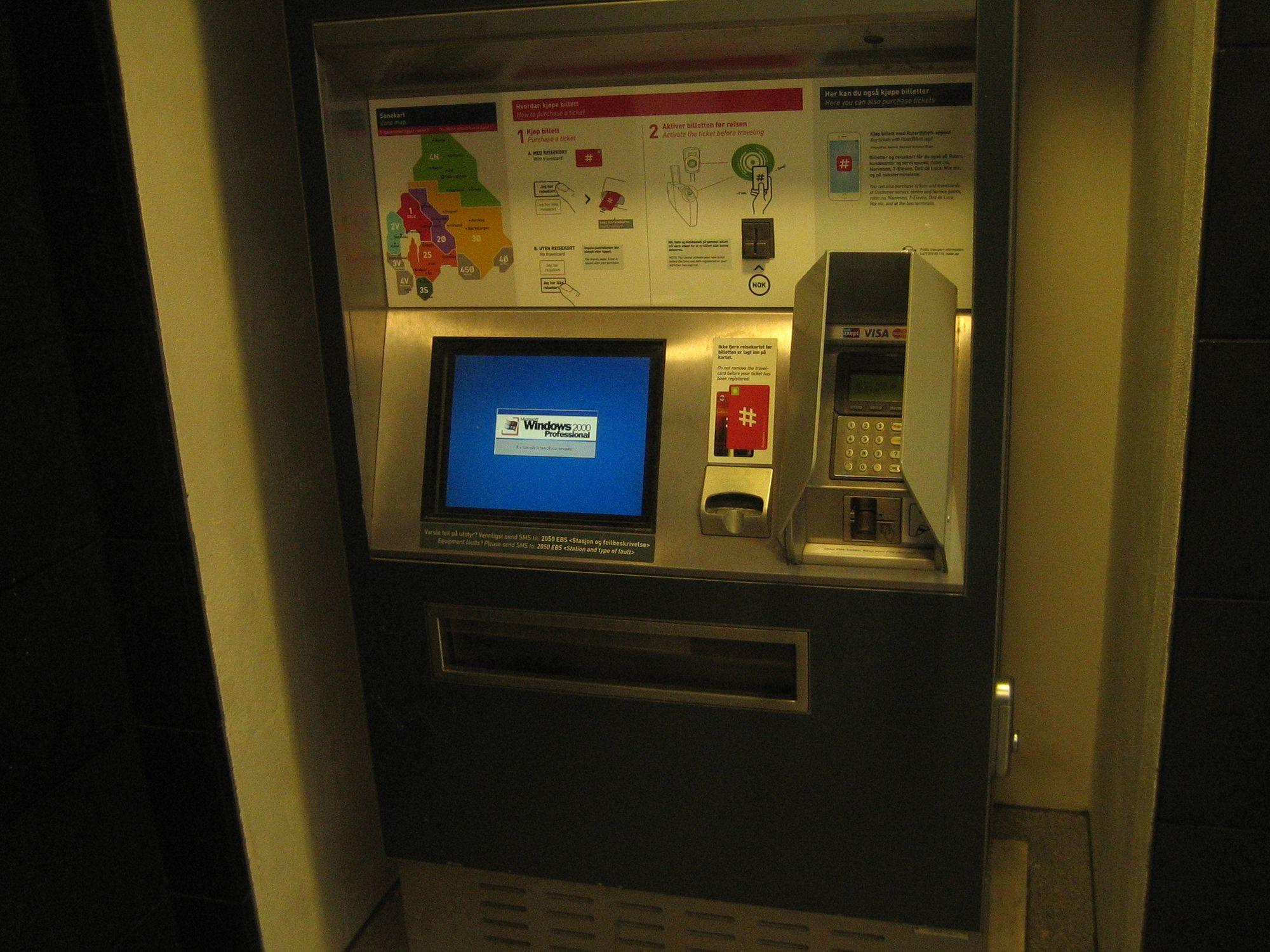 Petter Reinholdtsen måtte finne frem digitalkameraet sittda han kom over en Ruter-automat som kjører Windows 2000 Professional.