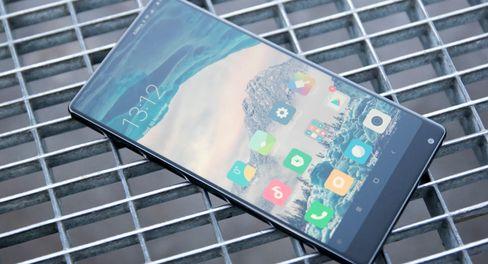Xiaomi Mi Mix satte et heftig forventningspress på de større mobilprodusentene i fjor høst.
