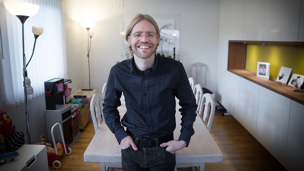 Magnus Ognedal i det som i fjor ble stemt fram som Norges smarteste hjem av TUs lesere.