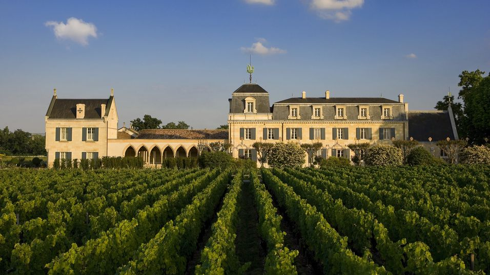 Fasade Chateau La Mission Haut-Brion