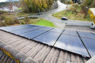 Solcellepanler fra REC installert på bolig i Bergen.