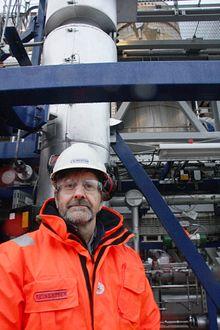 Prosjektleder for Reinertsen, Frode Roness, med membrantårnet bak.