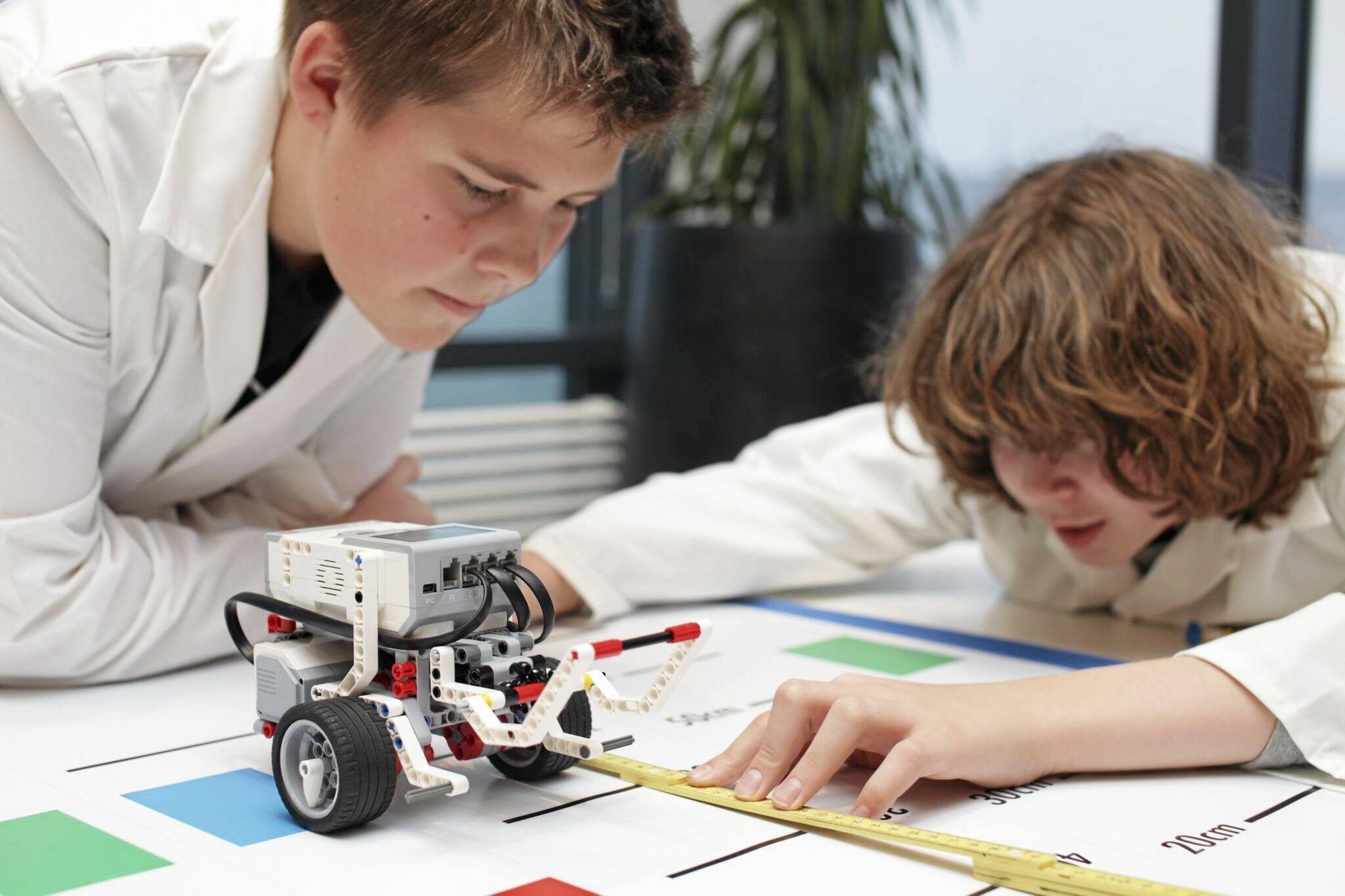 ROBOT OG MATTE: Det anbefales å starte med en velutprøvd modull som robot og matematikk, og utvikle den senere med en annen modull.