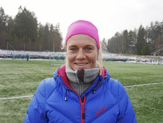 MED I TEAMET: Fotball-legenden Solveig Gulbrandsen er også med i trenerteamet.
