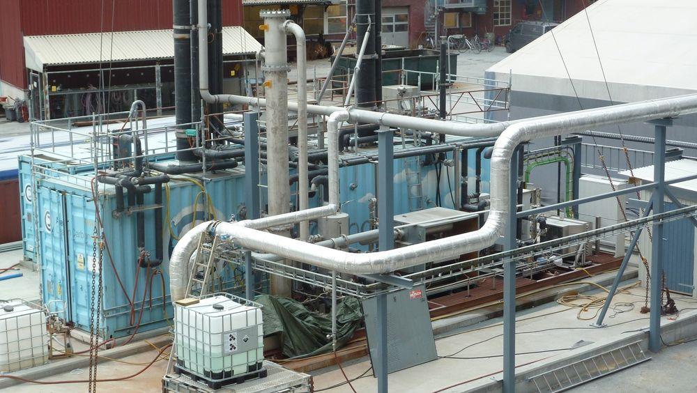 Aker Solutions har tidligere testet mulighetene for å fange CO2 fra sementproduksjonen hos Norcem i Brevik (bildet).
