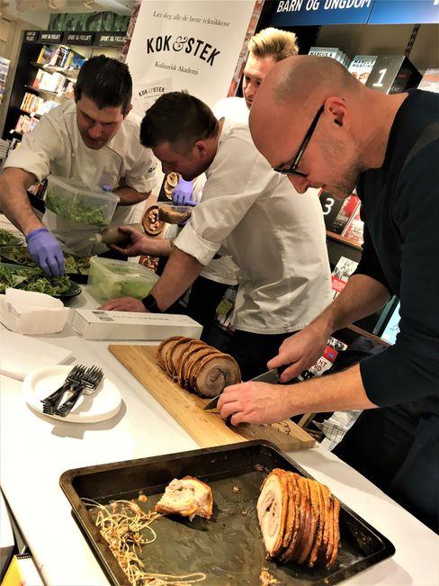 Ole Martin Alfsen og Kok & Stek-gjengen serverer smaksprøver.