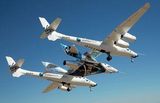 VMS Eve og VSS Unity på den første flygningen.