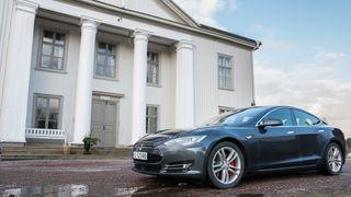 Tesla mener P85D-kjøperne tok «en risiko for skuffelse, som de selv må bære»