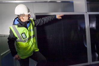 Kurt R. Olaussen forteller at det valgte ventilasjonsanlegget har svært høy gjenvinningsgrad og vil spare sykehuset for store strømutgifter hvert år.