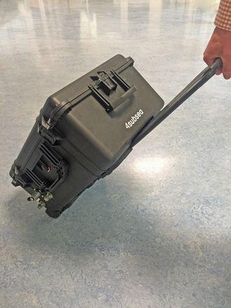 Portable Annulus Tester ser ut som en trillekoffert. Den inneholder datamaskin og software, og gjør at man sparer ingeniørtimer på oljeplattformer.