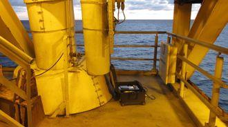 Teknologien har allerede blitt testet offshore og er nå i kommersiell drift. Her er PAT-en koblet til en riser mens den utfører test.