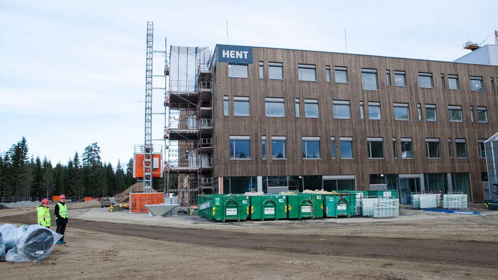 Det nye sykehusbygget på Jessheim har høye miljøambisjoner, men bygges uten solceller eller solfangere.